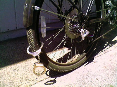 Handcuffs-As-Bike-Lock